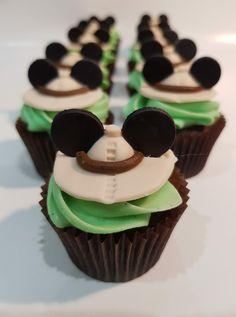 Safari Birthday Cakes, Jungle Theme Cakes, Safari Cupcakes, Jungle Theme Birthday, Baby Boy 1st Birthday Party, Mickey Mouse 1st Birthday, Safari Theme Party, Safari Birthday Party, Mickey Party