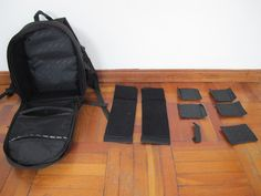 The inside and accompanying pieces of the Canon camera bag / Adentro y los otros partes de la mochila de Canon