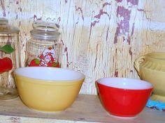 Thirft store find....vintage pyrex bowls