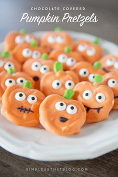 Cute, yummy and a fun treat to make with the kids, these chocolate covered halloween pumpkin pretzels can be put together in just a few minutes time!
