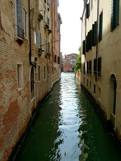 Things to do in Venice Italy and Venice Attractions - Venice is like eating an entire box of chocolate liqueurs in one go – Truman Capote