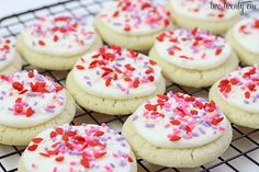 Valentine's Day Sugar Cookies - these look so happy to give to friends!