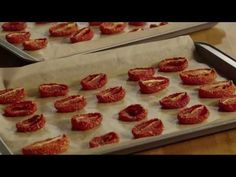 Sun dried tomatoes: Roma tomatoes, cut in half. Gently take out seeds and sprinkle with salt and optional basil. Place on cookie sheet with parchment paper cup side up, roast at 200 for 7 hours or so. Store in olive oil Great Recipes, Vegan Recipes, Cooking Recipes, Favorite Recipes, Easy Cooking, Make Sun Dried Tomatoes, Roma Tomatoes, Homemade Jelly, Dehydrated Food