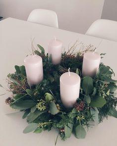 Minimal Christmas, Christmas Mood, Scandinavian Christmas, Green Christmas, Simple Christmas, Handmade Christmas, Christmas Wreaths, Christmas Decorations, Natural Christmas