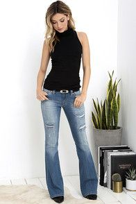 The Dittos Marissa Light Wash Distressed Flare Jeans begin at a low-rise waistband and flow into flared pant legs with fading, whiskering, and shredding. Mode Outfits, Casual Outfits, Fashion Outfits, Womens Fashion, Casual Jeans, Dress Outfits, Flare Jeans Outfit, Bootleg Jeans Outfit, Dittos Jeans