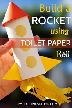 Toilet Paper Roll Kids Art Project Ideas: Make a r. Toilet Paper Roll Kids Art Project Ideas: Make a rocket with a toilet paper roll and colored paper. This rocket may not get launched into outer space but this kids art project will sure be a hit. Vbs Crafts, Camping Crafts, Preschool Crafts, Yarn Crafts, Rocket Craft, Diy Rocket, Rocket Ships, Space Preschool, Planets Preschool