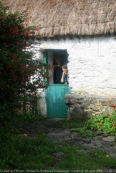 Synge's Cottage Inis Méain, Photo Renaud Camus County Cork Ireland, Galway Ireland, Irish Cottage, Old Cottage, Ireland Vacation, Ireland Travel, Scotland Culture, Backyard Shade, Ireland Landscape