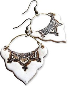 Here's a refreshingly easy mid-week interlude from Agi Kiss in Budapest, Hungary. These gypsy-like earrings are smartly shaped, then stamped with an exotic Ceramic Pendant, Ceramic Jewelry, Ceramic Clay, Ceramic Beads, Lace Jewelry, Jewelry Art, Jewelery, Polymer Clay Projects, Polymer Clay Earrings