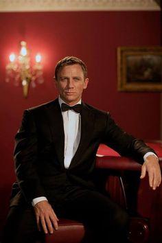 'Casino royale' - daniel craig as james bond. Daniel Craig James Bond, James D'arcy, Craig Bond, Rachel Weisz, Casino Royale, Skyfall, Terno James Bond, Estilo James Bond, James Bond Style