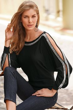 Shop Boston Proper's selection of summer 2020 tops for work, casual weekends and night out occasions. Discover Boston Proper's collection of tops for women today. Blouse Styles, Blouse Designs, Pull Torsadé, Boho Fashion, Fashion Dresses, Casual Outfits, Cute Outfits, Sewing Clothes, Clothes For Women