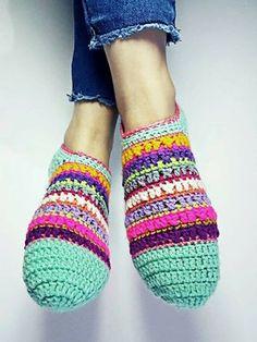 Crochet Boots, Love Crochet, Crochet Clothes, Knitted Slippers, Slipper Socks, Boot Cuffs, Drops Design, Yarn Needle, Crochet Crafts