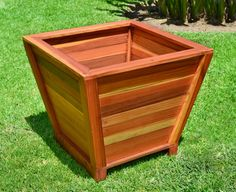 Wooden planter boxes redwood outdoor heavy duty planter for Tapered planter box plans