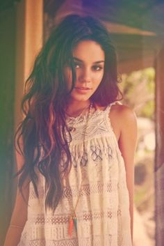 Vanessa Hudgens in her very iconic boho style. Loose lace shirts and long necklaces are a good way to start off the boho look. Vanessa Hudgens, Romantic Hairstyles, Pretty Hairstyles, Messy Hairstyles, Hairstyles 2016, Casual Hairstyles, Summer Hairstyles, Hairstyle Ideas, Hairstyle Tutorials