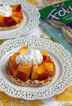 These 5-ingredient Peaches and Cream Dessert Flats come together in 10 minutes for a fresh summer treat! Just 118 calories or 4 Weight Watchers SmartPoints!