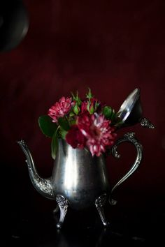 Love the idea of displaying flowers in a teapot