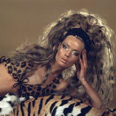 Photographer: Franco Rubartelli (model Veruschka, that hair color ! Patti Hansen, Charlotte Rampling, Lauren Hutton, 1960s Fashion, Fashion Models, Vintage Fashion, Icon Fashion, Vintage Style, High Fashion