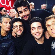 Repost rockme_ilvolo  #repost @ilvolomusic Iniziamo la giornata con un sorriso! Qui ad @edicolafiore con il grande @Fiorello e il suo team #ilvolo