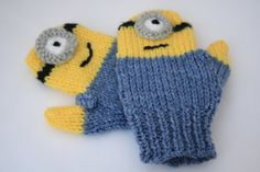 Minions knitted mittens gloves toddler Minion by sweetygreetings-Perfect for a walk on the cold moor Crochet Mittens, Crochet Baby, Knitted Hats, Knit Crochet, Fingerless Mittens, Crochet Granny, Loom Knitting, Knitting Patterns Free, Baby Knitting