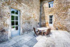 Fenêtres et portes fenetres en bois pour conserver le charme de cette vieille batisse France, Patio, Outdoor Decor, Home Decor, 16th Century, The Mansion, Exterior Decoration, Carpentry, Glamour