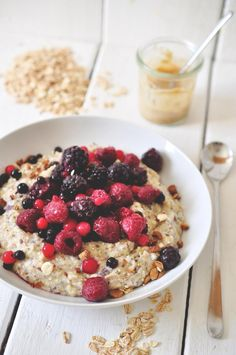 nads healthy kitchen | fluffy oatmeal with berries and peanut butter drizzled on top
