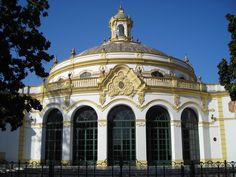 Lope de Vega, posiblemente el #teatro más bello de #Sevilla. El teatro incluye un Gran Salón de Fiestas con varias dependencias, conocido como el #Casino de la Exposición.