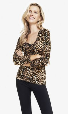 LEOPARD PRINT FITTED V-NECK SWEATER | Express
