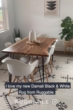 Chairs For Dining Table, Circle Dining Table, Natural Wood Dining Table, Retro Dining Table, Mid Century Dining Table, Dining Room Bench, Home Living Room, Apartment Living, Living Room Decor