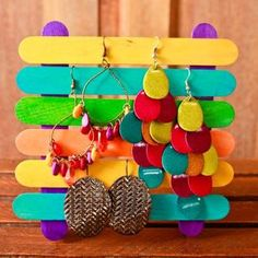 Earring display from popsicle crafts. We upcycling! Great idea for mothers day crafts! Kids Crafts, Diy Crafts And Hobbies, Easy Crafts To Make, Diy And Crafts, Craft Projects, Arts And Crafts, Craft Ideas, Creative Crafts, Handmade Crafts