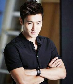 Choi Siwon of Super Junior( is he a celeb I don't know and I don't care lol) Choi Siwon, Lee Donghae, Leeteuk, Heechul, Jun Ji Hyun, Korean Star, Korean Men, Korean Boy Bands, South Korean Boy Band