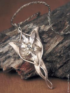 Evenstar, Lord of the Rings- so beautiful!! I, Alix Neale, own one of these babies!! my boyfriend is the best