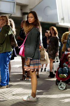 FEELDESAIN WOMAN ON STREET IN LONDON 09