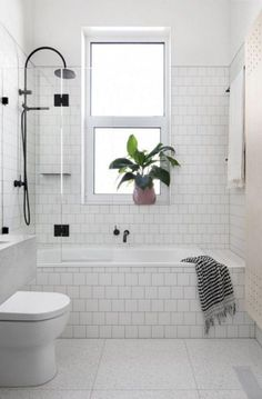 40+ Tiny Bathrooms with Bathtub Ideas #bathroominspiration #bathroominteriordesign #bathroomideas