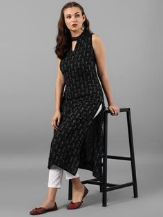 New Discharge Print Cut Sleeves Kurti With Pant (Sleeves inside attached) Fabric Kurti: Best Quality The post appeared first on Arhams. Simple Kurti Designs, Kurta Designs Women, Printed Kurti Designs, Salwar Designs, Women's Fashion Leggings, Legging Outfits, Black Kurti, Black Anarkali, Kurta Neck Design