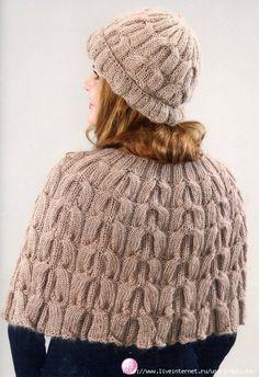 4de87ee92942 Belle cape avec bonnet tricoté Tricot, Tricot À Torsades, Châles Tricotés,  Chapeaux Pour