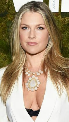 10 Classic Movies That Shaped My Definition of Beauty Ali Larter's effortless hair, flirty lashes, and rose-nude lips Beauté Blonde, Cool Blonde, Gorgeous Blonde, Ali Larter, Beautiful Celebrities, Beautiful Actresses, Actrices Sexy, 80s And 90s Fashion, Actrices Hollywood