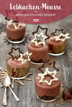 Diese schokoladige Mousse mit Lebkuchen und selbstgemachtem Schoko-Dekor ist das perfekte Dessert für die Weihnachtszeit. #Weihnachten #Rezept #Nachtisch Köstliche Desserts, Sweet Desserts, Sweet Recipes, Xmas Food, Christmas Baking, Nice Cream, Indonesian Food, Learn To Cook, Cute Food
