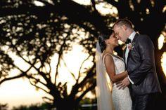 Esta boda es sencillamente hermosa. Inspirados por un ambiente campestre y un atardecer espectacular desarrollamos imágenes únicas y hermosas.