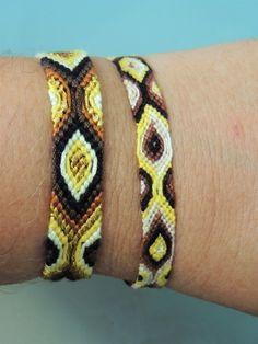 quelques bracelets brésilien de type péruvien que j'ai fait avec des fils DMC, et des fils cotons perlé... j'aime beaucoup celui dans le tons jaune marron et noir on dirait les taches d'un léopard LOL