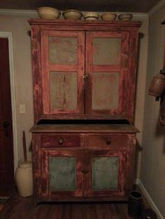 love this old cabinet~!
