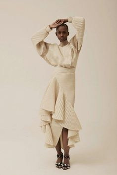 MODE Resort 2019 Fashion Show -A. MODE Resort 2019 Fashion Show - Flowing party dress for very tall mature women Phillip Lim Ruffle Linen Skirt Monse Resort 2019 New York Collection - Vogue Dresses Fashion Moda, Fashion Week, Look Fashion, Runway Fashion, Fashion Beauty, Fashion Show, Womens Fashion, Fashion Trends, Retro Fashion