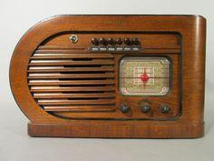 1930s PHILCO Art Deco Push Button Radio 41-231 Streamlined Machine Age Design