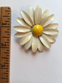 Vintage Enamel Costume Jewelry White Daisy Flower Brooch Pin