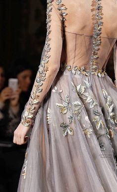 Valentino Spring 2014 Couture Fashion Show - Maartje Verhoef (Women) Style Haute Couture, Couture Mode, Couture Details, Fashion Details, Couture Fashion, Runway Fashion, High Fashion, Fashion Show, Fashion Design