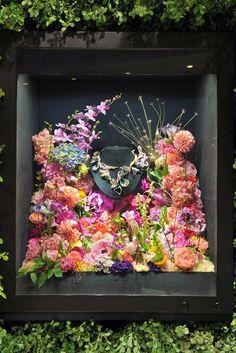 The Bouquet d Ailes necklace