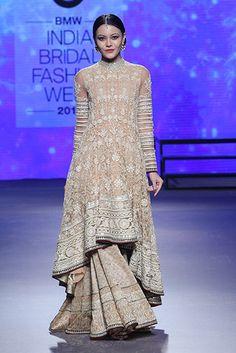 Tarun Tahiliani. IBFW 15'. Indian Couture.