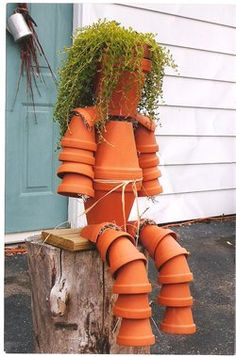 Flip the arms and legs over and plant drooping ferns to make look like a person. Flower Pot Crafts, Clay Pot Crafts, Crafts To Do, Flower Pots, Garden Yard Ideas, Garden Crafts, Garden Projects, Garden Pots, Flower Pot People