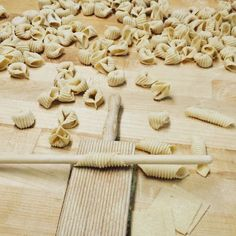 One of life& simple pleasures is sitting down with a delicious plate of warm, freshly cooked pasta–a mouthwatering joy that professional cook Miyuki Make Your Own Pasta, How To Cook Pasta, Pasta Types, Mixed Grill, Pasta Machine, Pasta Maker, Fresh Pasta, Homemade Pasta