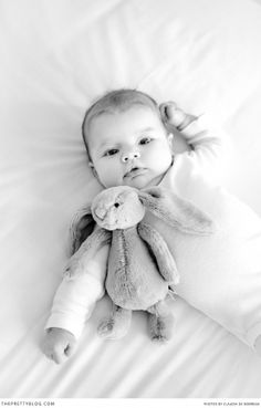 Baby & bunny | Photographer : Claudia De Nobrega