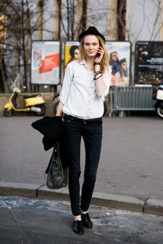 Models Off Duty polo + jeans + oxford shoes Fashion Week Paris, Models Off Duty, Boyish Style, My Style, Boyish Girl, Sweet Style, Estilo Boyish, Modell Street-style, Tomboy Chic