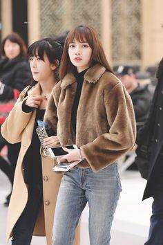 Lisa Blackpink Airport Fashion Styles Blackpink Lisa Lisa